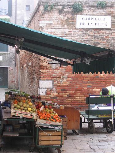 venice-fruit-stall